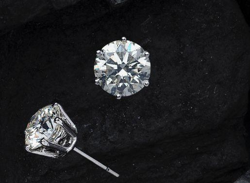 鑽石示意圖,輔助解釋藍寶石水晶鏡面只比鑽石的硬度低