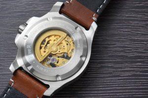 Fibaer 潛水錶錶背,示意錶的工藝