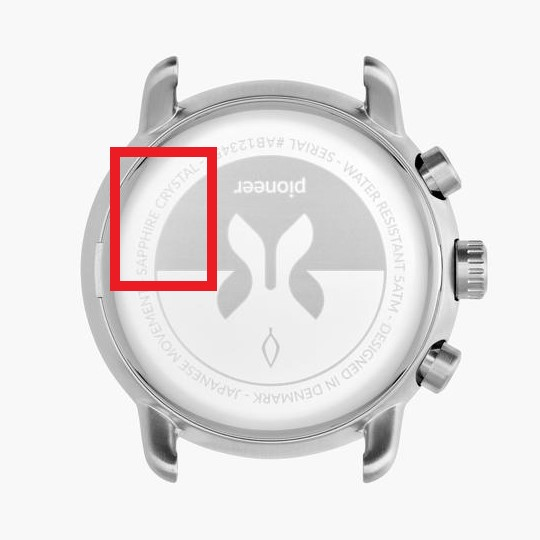 解釋從錶背可以看到有用藍寶石水晶鏡面的Nordgreen Pioneer可以看到Sapphire Crystal的字樣