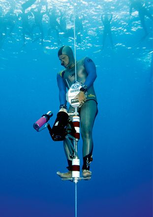 與Oris 聯名合作的自由潛水員Carlos Coste