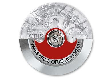 代表Oris手錶的紅色自動盤 (Red Rotor),象徵著高精密機械錶技術