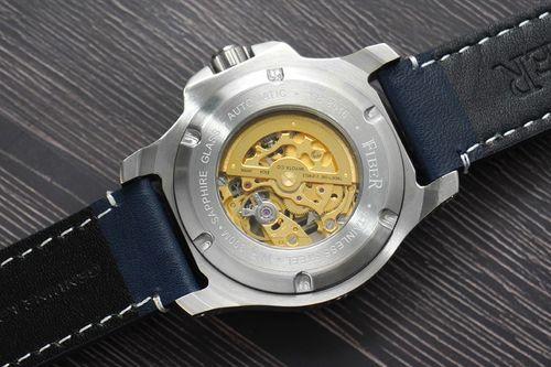 Fiber法柏海洋潛將藍面錶款,顯示法柏錶常常運用的透背設計