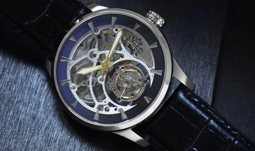 Fiber鏤空陀飛輪腕錶正面圖