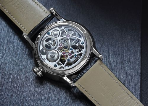 Fiber鏤空陀飛輪腕錶背面圖