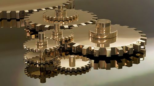 Seiko機芯等級示意圖,圖中有齒輪的推疊磨合,象徵著機芯的運作、以及本文將對Seiko的機芯做一個等級的分類與排序