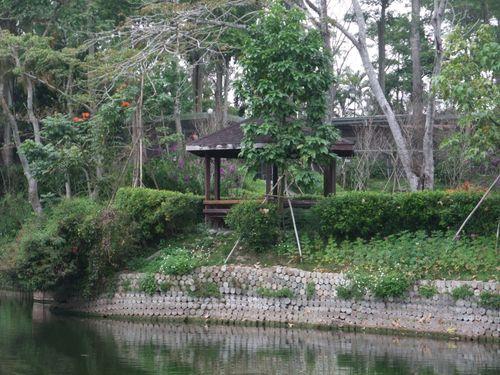 南元花園休閒農場之湖畔涼亭