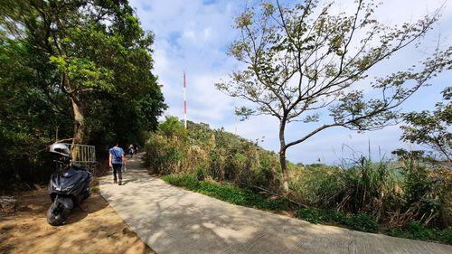 水泥道路岔路與基地台
