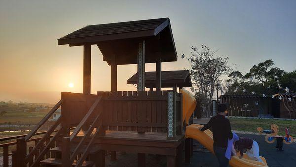 錦山公園內的兒童遊樂區從近處拍攝