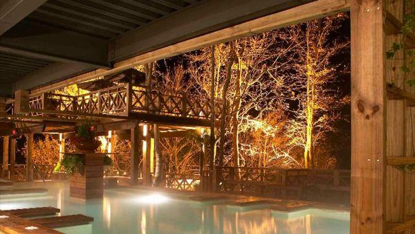 錦山公園附近景點推薦,幫助讀者規劃行程: 圖為泰安溫泉區,湯悅溫泉的大眾溫泉池