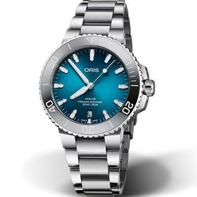 手錶推薦: Oris時間之海漸層藍綠,一支漸層藍綠色面盤、銀色錶殼錶帶、黑色錶圈的手錶