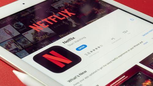VPN解鎖影音串流平台,圖片中是平板電腦中顯示Netflix的畫面,示意VPN可以解鎖像是Netflix等等的串流影音平台